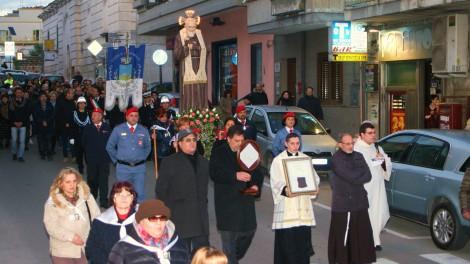 Palagianello: Processione con la reliquia di San Pio