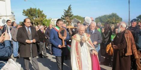 Mottola: processione con le reliquie di San Pio