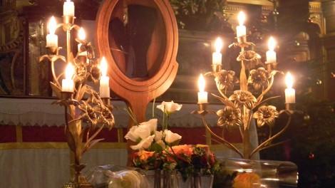Grenoble 4 - La reliquia; un guanto appartenuto e indossato da Padre Pio
