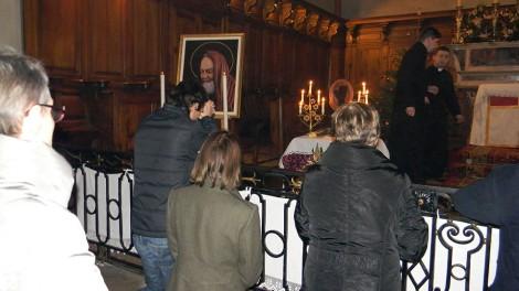 Grenoble - In preghiera dinanzi alla reliquia di San Pio