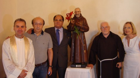 Il Parroco Don Virgilio Farcas Gherghina con Luciano Moggi, Gianni Mozzillo, P. Paolino Cilenti e Giovanna Moggi.