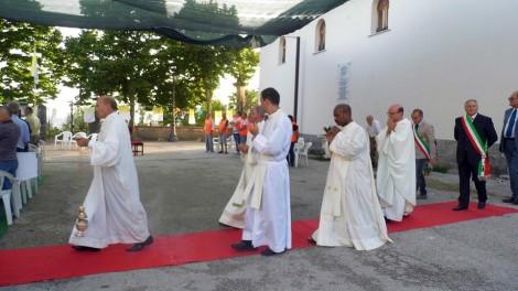 Raviscanina, Santa messa per Padre Pio in occasione del GREST 2014 - RAVISCANINA: Processione d'ingresso alla Santa Messa