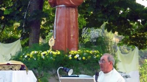 Raviscanina il parroco - RAVISCANINA: il Parroco Don Armando Visone
