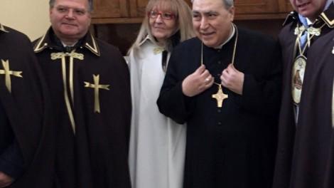 Gli Araldi insieme all'Arcivescovo Andrea Mugione
