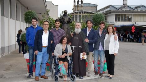 Riccardo statua e foto insieme