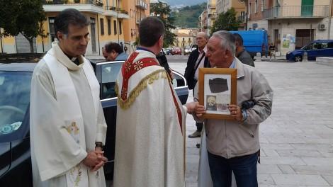 1 arrivo reliquia parroco e vice