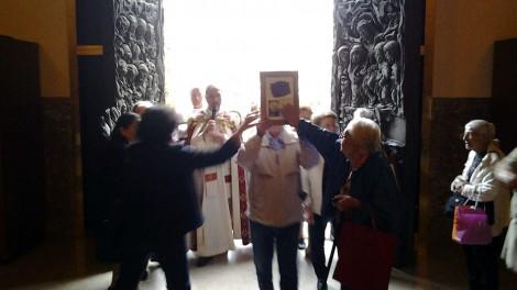 5 processione in chiesa 2