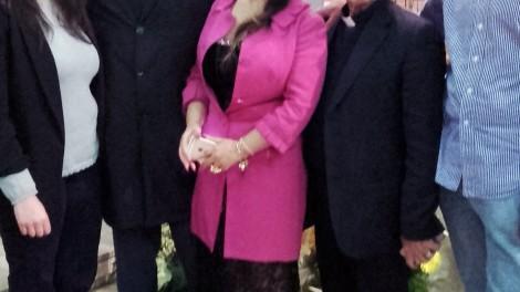 """Foto con martemianova - La cantante Elena Martemianova con lo staff dell'assoc. """"Amici di Padre Pio"""""""