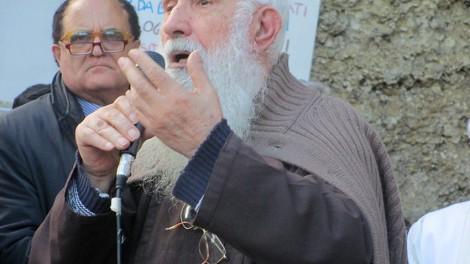 Padre riccardo - Il saluto di P. Riccardo con il direttore Gianni Mozzillo