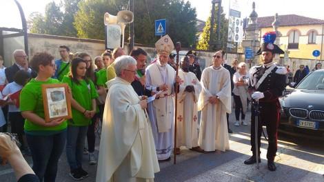 IMG-20160530-WA0107 - Arivo delle reliquie accolte dal parroco e dal Vescovo S. Ecc. Mons. Flavio Carraro