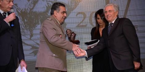Luigi Lista premiato dal sindaco di Pietrelcina Masone