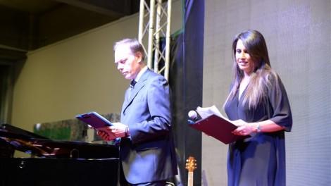 I due conduttori della serata Simona Rolandi e Gabriele Blair
