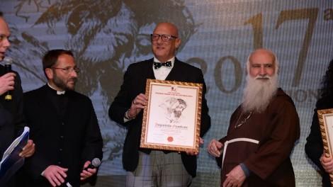 Riconoscimento ad Angioletto Gianfrate di Martina Franca, coordinatore Amici di Padre Pio della Puglia