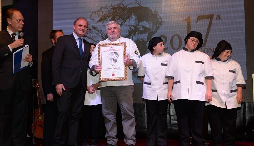 Riconoscimento allo chef Antonio Del Sole, presidente Associazione Cuochi Italiani team Campania