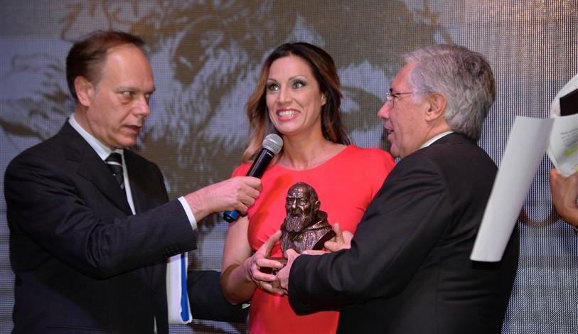 Il sindaco di Pietrelcina premia Annalisa Minetti