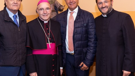 Acrocca2 - I vertici degli Araldi di San Pio da Pietrelcina con l'arcivescovo di Benevento mons. Felice Acrocca.
