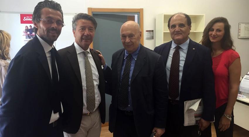 Il priore e il direttore degli Araldi insieme a Paolo Mieli