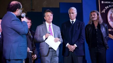 Araldimalago8 - Il priore, il direttore e l'assistente spirituale degli Araldi con il presidente Gianni Malagò.