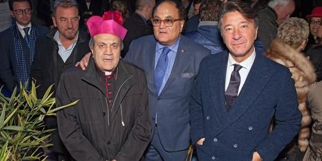 Il Priore Giovanni Pimpinella e il direttore Gianni Mozzillo con il vescovo Sigarini
