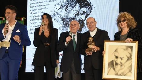 Tito Stagno e mons. Felice Acrocca - Tito Stagno, S. Ecc. mons. Felice Acrocca e la pittrice Angela Ciccone