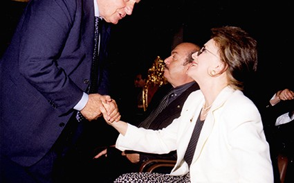 Zavoli4 - Sergio Zavoli al Premio Padre Pio, saluta Lisa Gastoni e Lino Banfi.